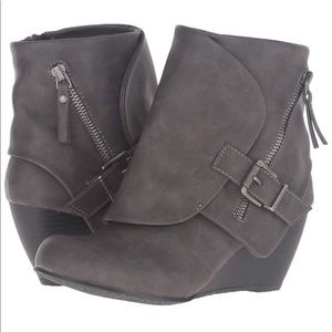 Blowfish Malibu Gray Suede Wedge Booties 9